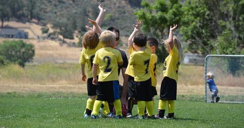 O que os esportes coletivos na infância nos ensinam?